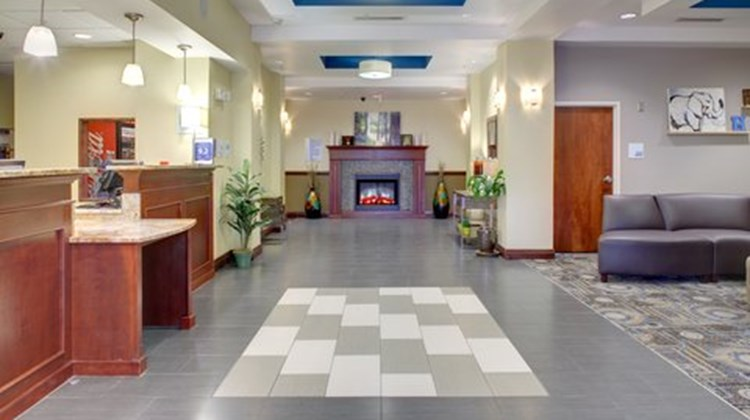 Holiday Inn Express & Sts Cross Lanes Lobby
