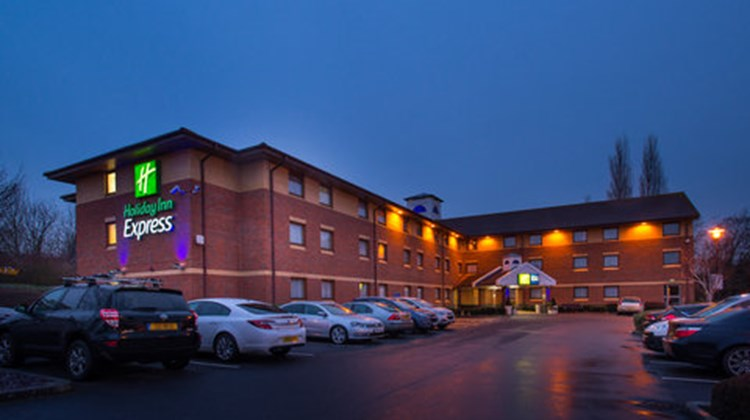 Holiday Inn Express Taunton Exterior