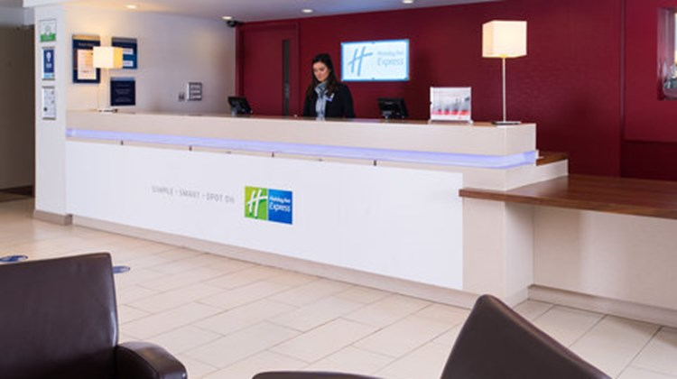 Holiday Inn Express Taunton Lobby