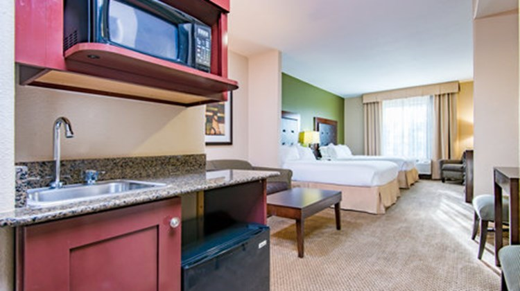 Holiday Inn Express & Suites Phoenix Suite