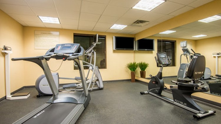 Holiday Inn Express & Suites Phoenix Health Club