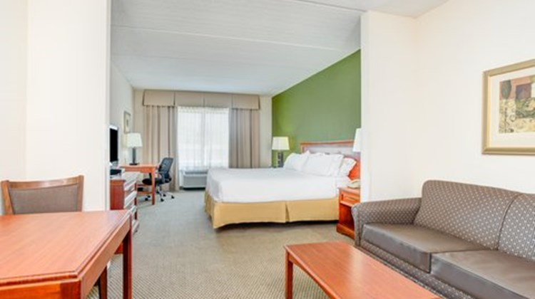 Holiday Inn Express & Suites Dublin Suite