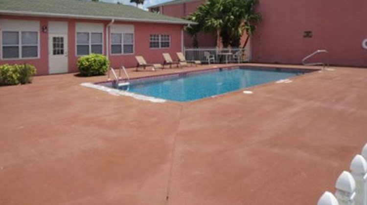 Econo Lodge Okeechobee Pool
