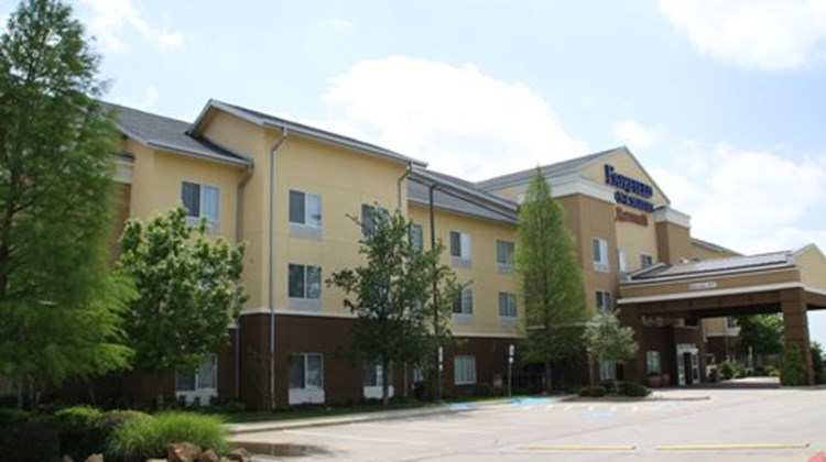 Fairfield Inn & Suites Denton Exterior