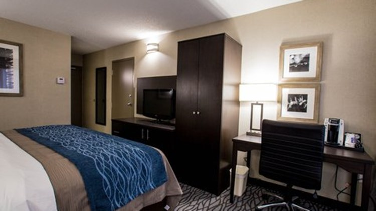 Comfort Inn Montreal Aeroport Room