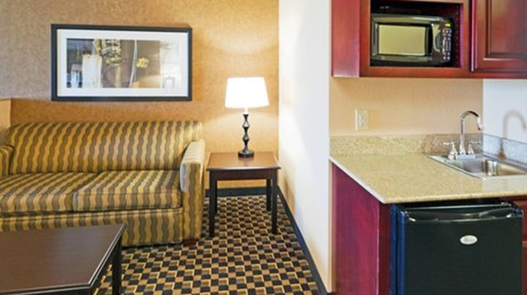 Holiday Inn Express Hotel/Suites Ennis Suite