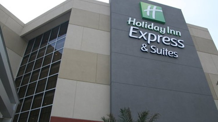 Holiday Inn Express & Suites East-I10 Exterior