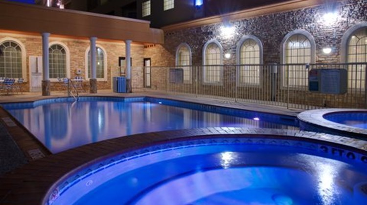 Holiday Inn Express & Suites Galveston W Pool
