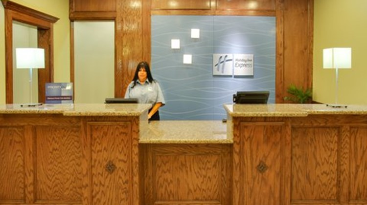 Holiday Inn Express & Suites Galveston W Lobby
