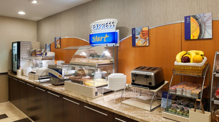 Holiday Inn Express Philadelphia Airport Restaurant