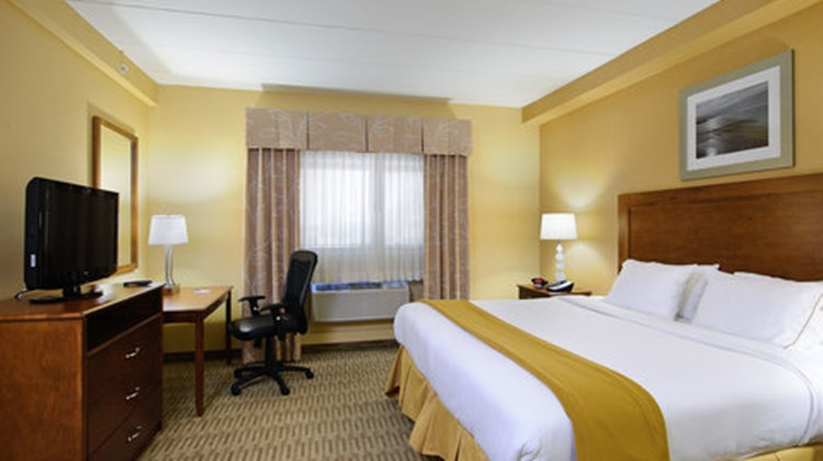 Holiday Inn Express Philadelphia Airport Suite