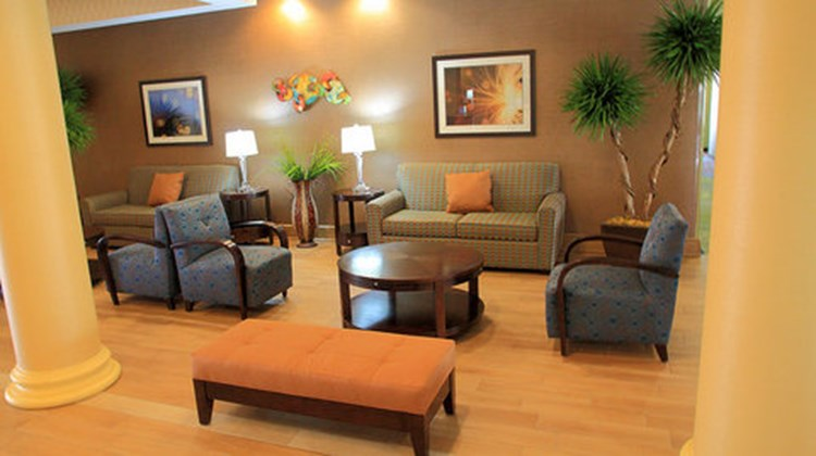 Holiday Inn Express Suites Bossier Lobby