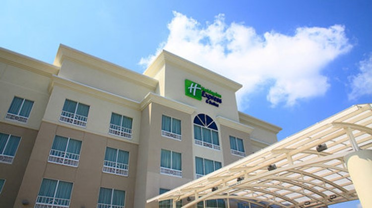 Holiday Inn Express Suites Bossier Exterior