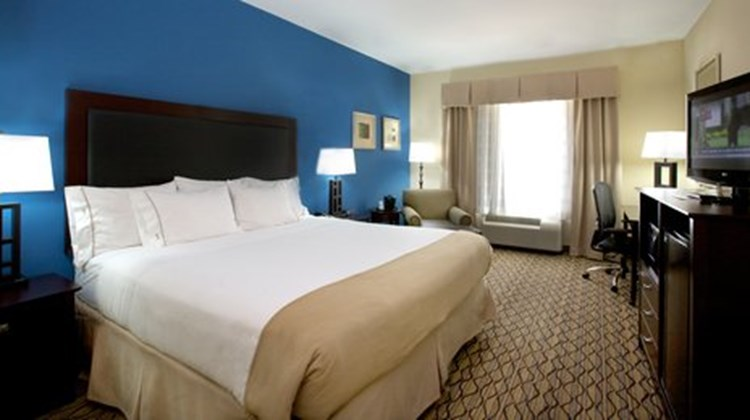 Holiday Inn Express Suites Bossier Room