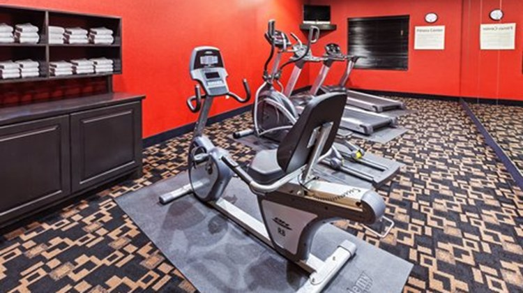 Holiday Inn Express & Suites - Glen Rose Health Club