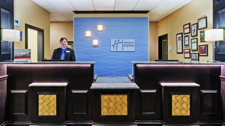 Holiday Inn Express & Suites - Glen Rose Lobby