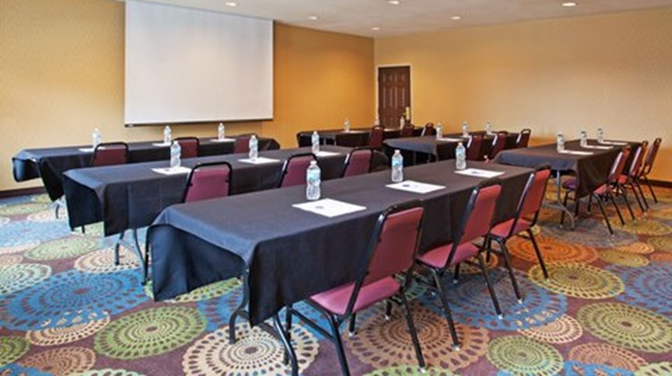 Holiday Inn Express & Suites Meeting
