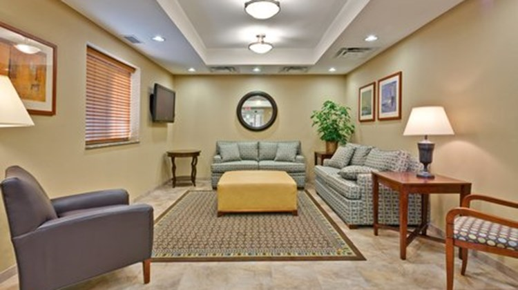 Candlewood Suites Murfreesboro Lobby