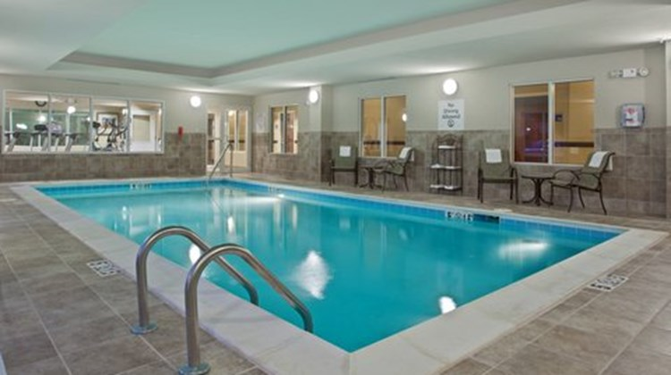 Holiday Inn Express & Suites Dayton Sout Pool
