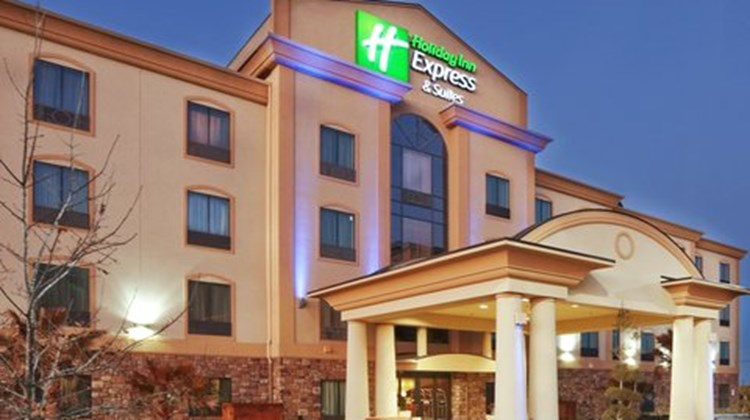 Holiday Inn Express & Suites Denton Exterior