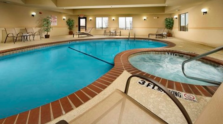Holiday Inn Express & Suites Denton Pool