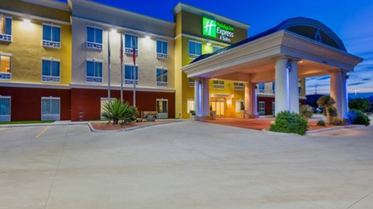 Holiday Inn Express Suites Alpine Exterior