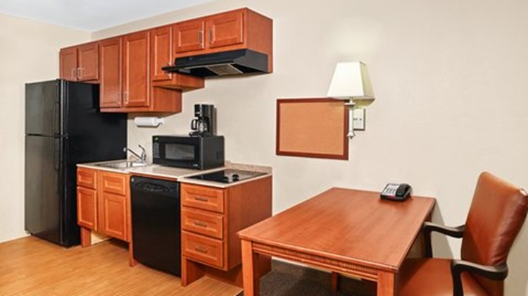 Candlewood Suites Fayetteville Room