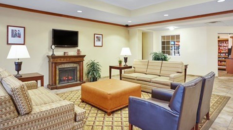 Candlewood Suites Fayetteville Lobby