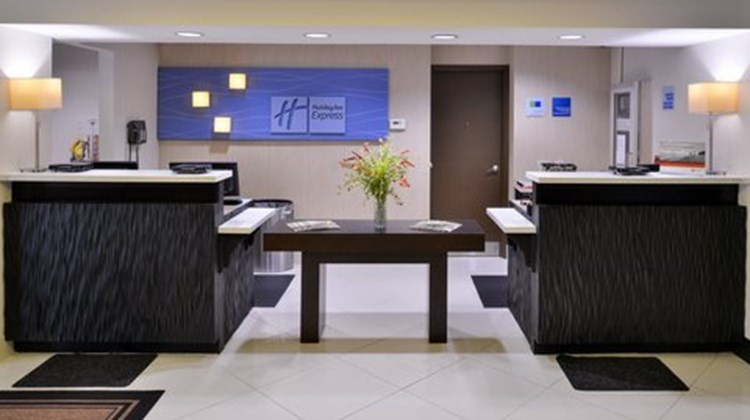Holiday Inn Express Riverport Lobby