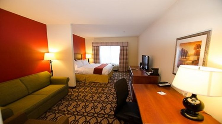 Holiday Inn Express & Suites LaGrange Suite