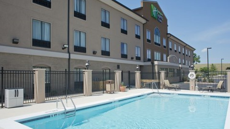 Holiday Inn Express Prattville Pool
