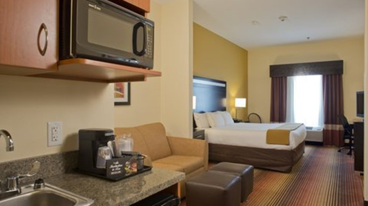 Holiday Inn Express Prattville Suite