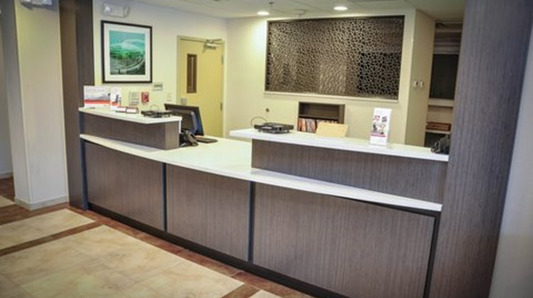 Candlewood Suites Columbus-Northeast Lobby
