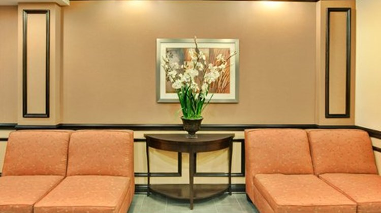 Holiday Inn Express Hotel & Suites Lobby