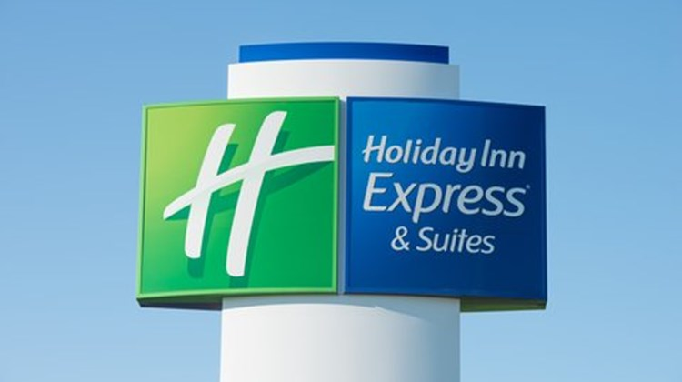 Holiday Inn Express & Suites Wauseon Exterior