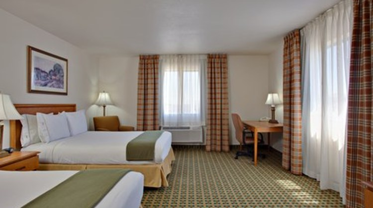 Holiday Inn Express & Suites Kingman Room