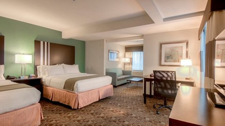Holiday Inn Express & Stes Carlsbad Suite