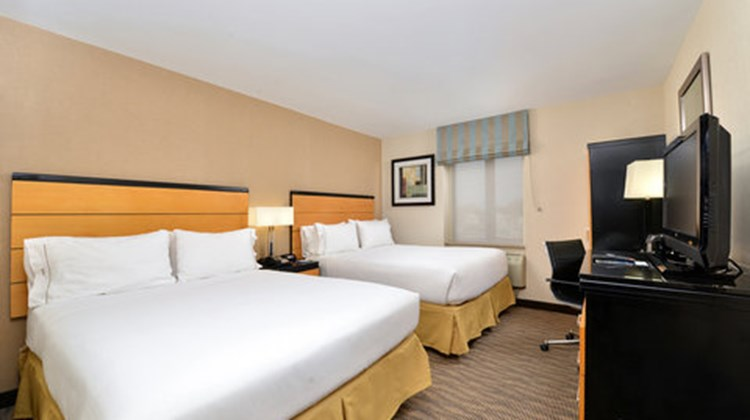 Holiday Inn Express Kennedy Airport Room