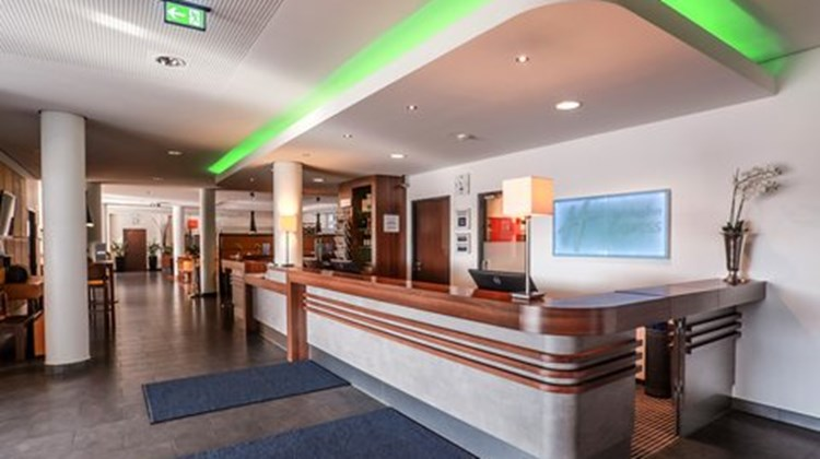 Holiday Inn Express Bremen Airport Lobby