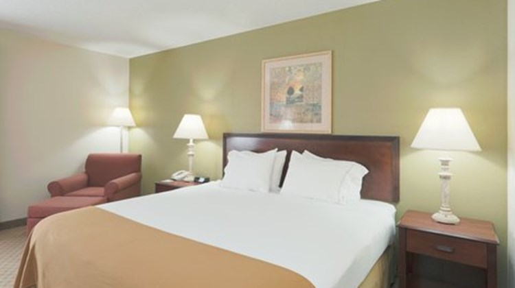 Holiday Inn Express Evansville West Room