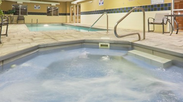 Holiday Inn Express Evansville West Pool