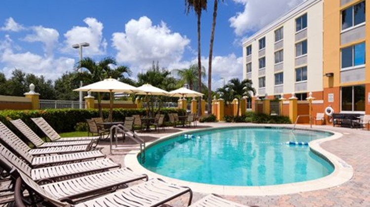 Holiday Inn Express Miami - Doral Pool