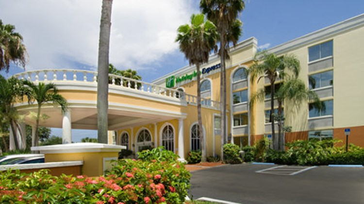 Holiday Inn Express Miami - Doral Exterior