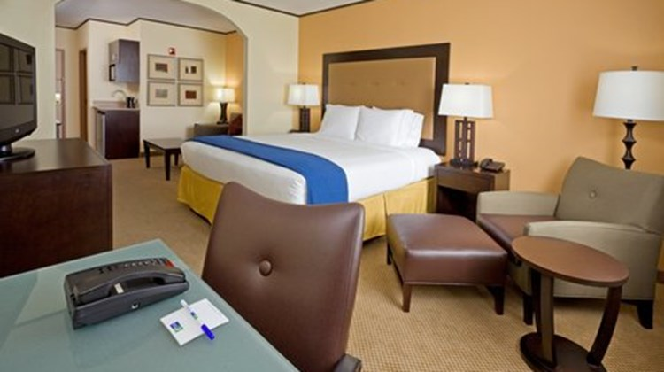 Holiday Inn Express & Suites Absecon Suite
