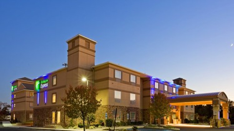 Holiday Inn Express & Suites Absecon Exterior