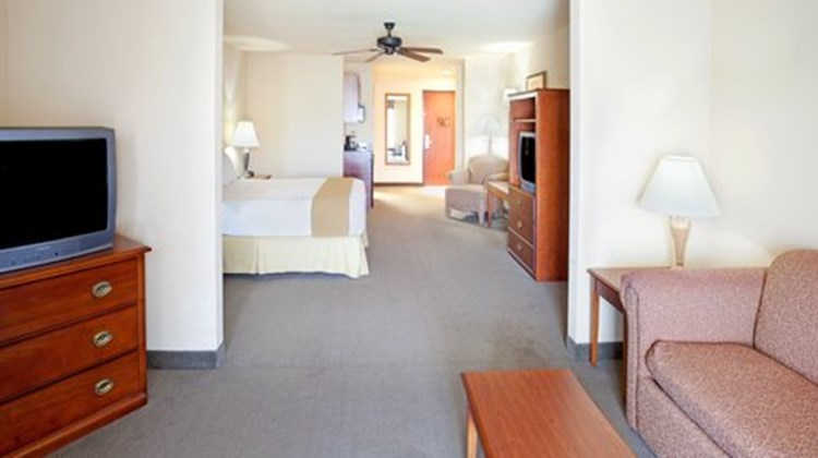 Holiday Inn Express & Suites Kerrville Room