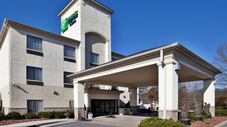 Holiday Inn Express & Suites Exterior