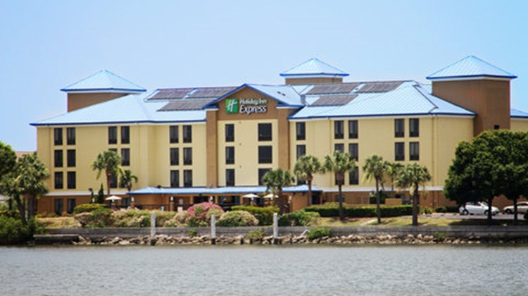 Holiday Inn Express Rocky Point Island Exterior