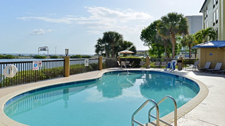 Holiday Inn Express Rocky Point Island Pool
