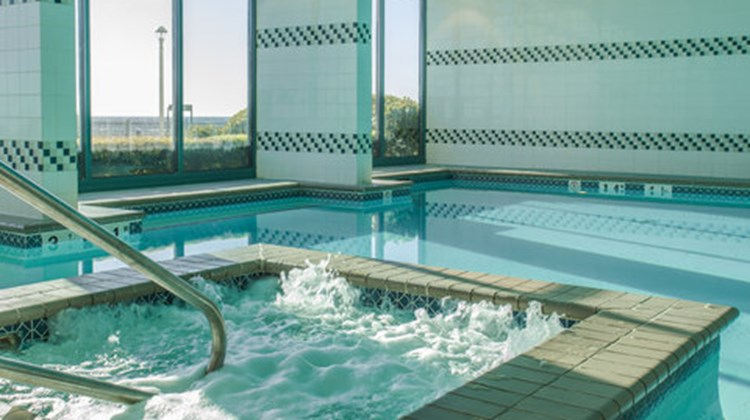 Holiday Inn Express & Suites VA Beach Pool